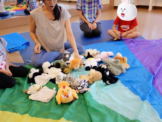 讓孩子們投入「動物」角色的手偶道具@「逛逛動物園」親子瑜珈音樂會