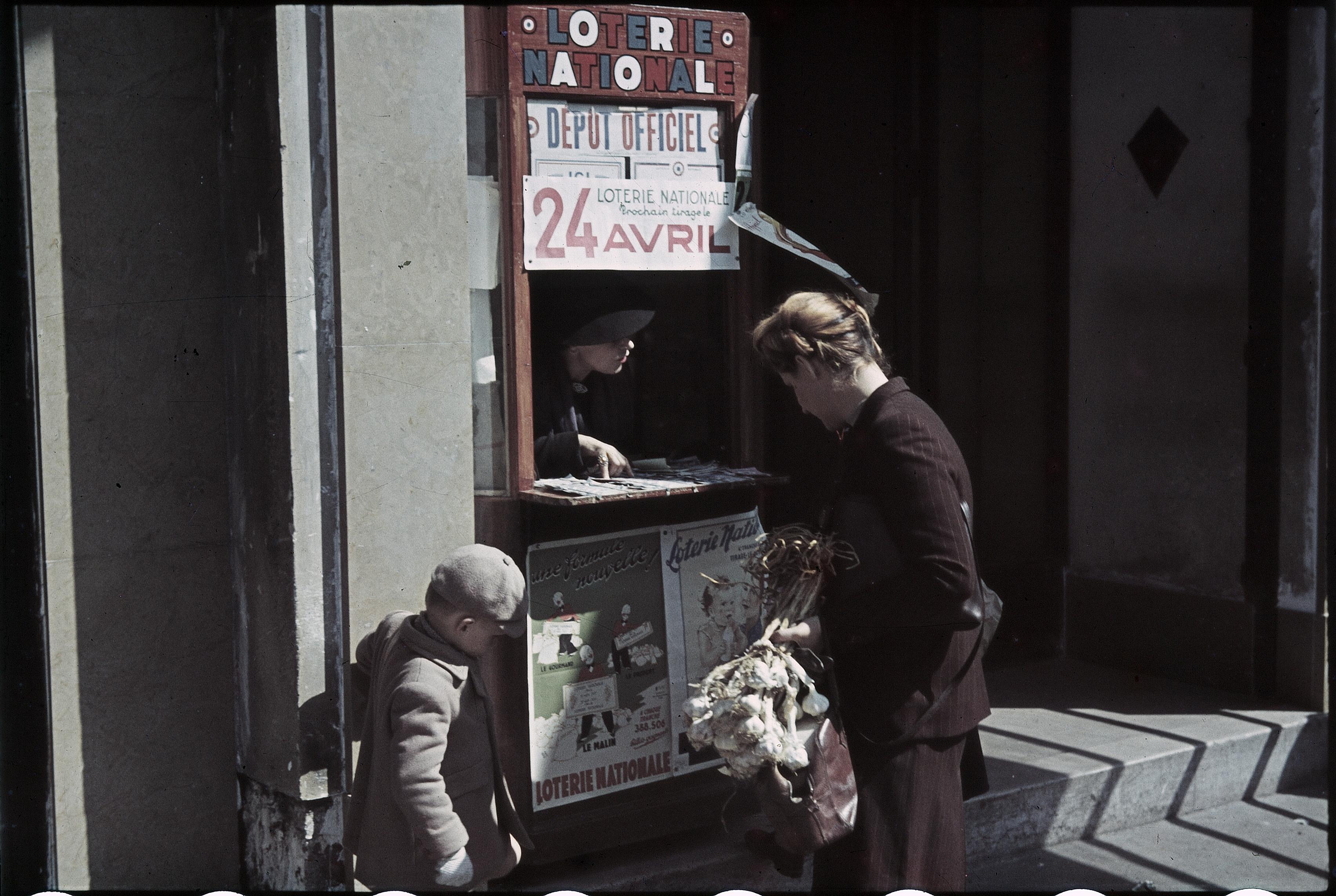Киоск Национальной лотереи на Елисейских полях