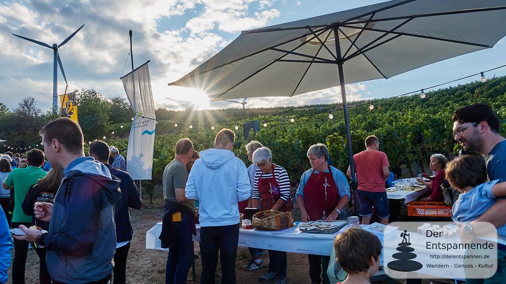 Weinprobe in den Weinbergen: Stand der Landfrauen Selzen