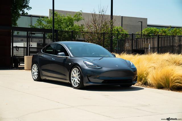 Tesla Model 3 - Satin Silver M590