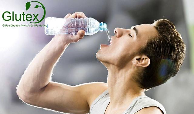 Khát nước liên tục – dấu hiệu cảnh báo tăng đường huyết