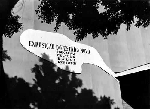Detalhe da entrada do pavilhão que abrigou a Exposição Nacional do Estado Novo 2