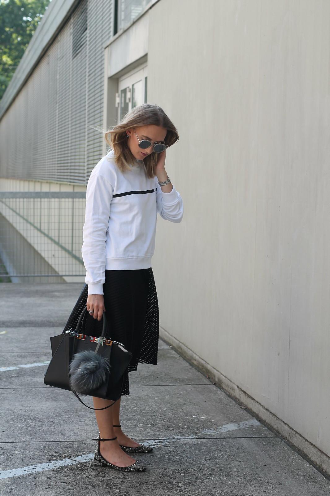 sweater-and-midi-skirt-wiebkembg