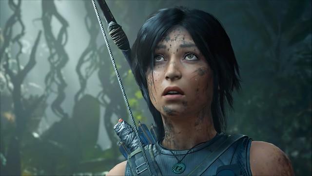 Sombra de la tumba del asaltante - Lara asustada