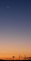 Fin croissant de lune dans le ciel auxerrois. 08/09/18 - Photo of Gy-l'Évêque