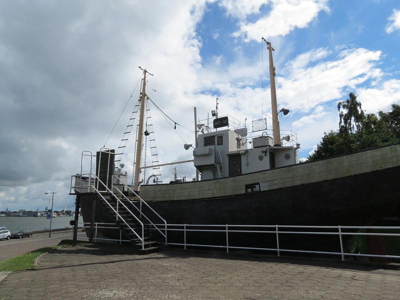 Lietuvos jūrų muziejaus lauko ekspozicijoje: MŽT-90 «Kolyma»IMG_1489