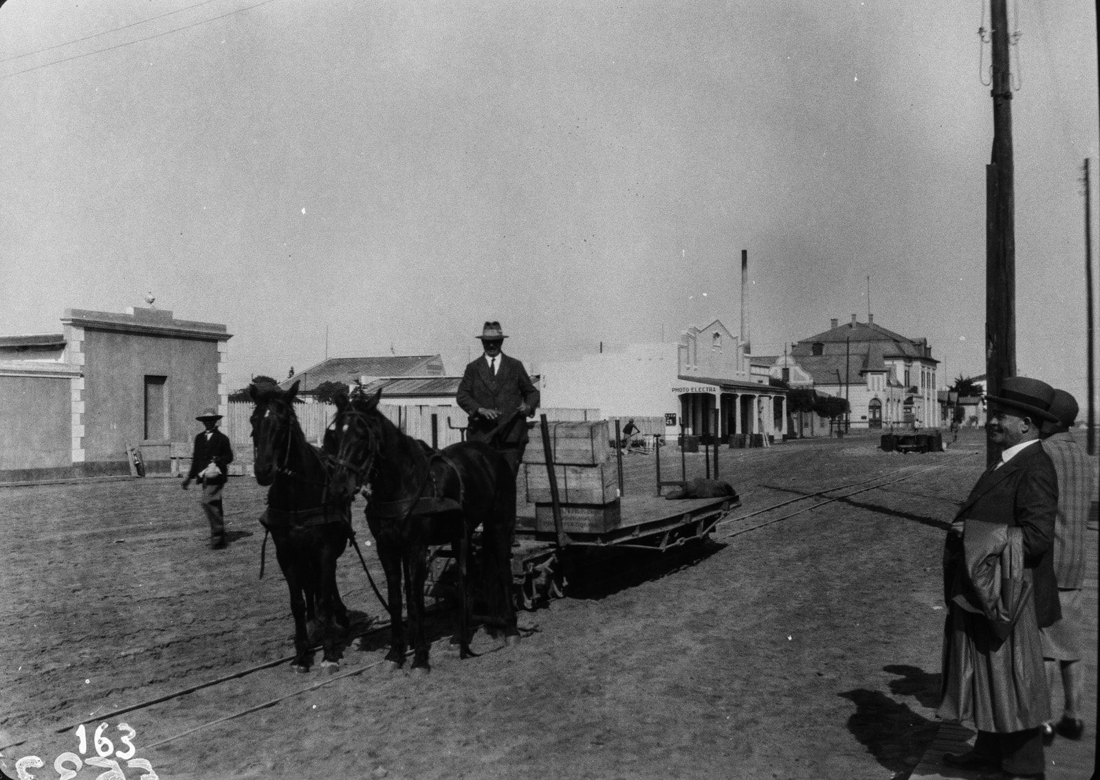 Юго-Западная А́фрика. Свакопмунд. Вид конного автомобиля на улице