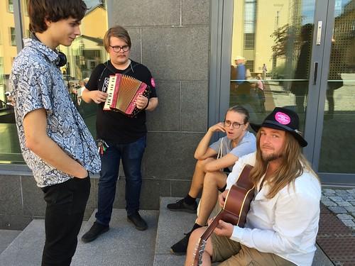 Musikanter är Leon Gruber, Eddie Bolling och Niklas Almqvist.