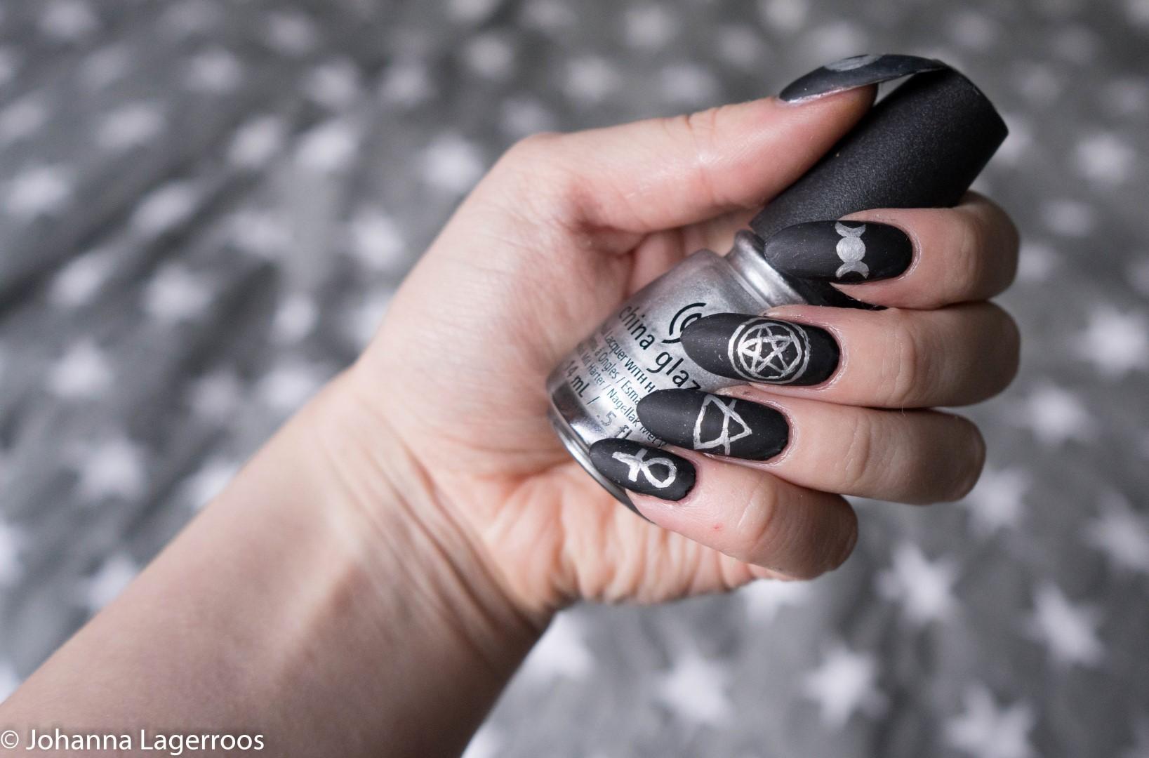 symbol nails