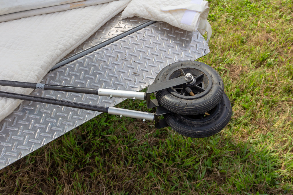 outrigger/Large diameter tire