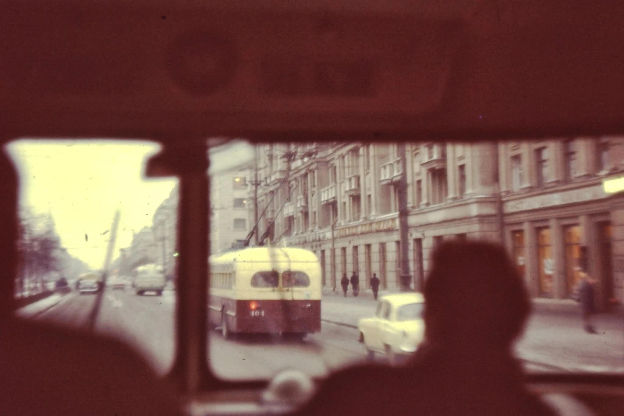 Троллейбусы цветом как в Гронингене (красный со сливками)
