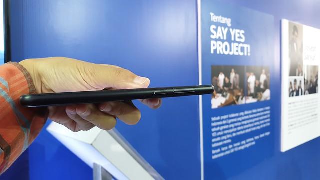 Sisi samping Nokia 6.1 Plus (Liputan6.com/ Agustin Setyo W)