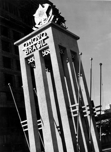 Detalhe da entrada do pavilhão que abrigou a Exposição Nacional do Estado Novo