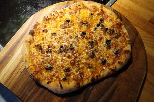 Pizza Napoli (frisch aus dem Pizzaofen)
