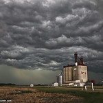 10. Juuni 2018 - 18:52 - June 10, 2018 Severe Warned Storms between Kisbey - Moosomin SK Canada  We entered the 'Whale's Mouth' to get this beautiful scene around Fairlight SK.  chase video: youtu.be/0L8Q86NNiQw  Print Available: ryan-crouse.pixels.com/featured/swallowed-by-the-sky-ryan...  www.yorktonstormhunter.com www.facebook.com/yorktonstormhunter