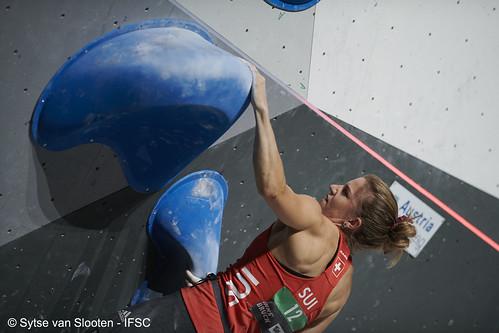 ifscwch-innsbruck-bouldersemifinals-women-friday-034-D85_2517