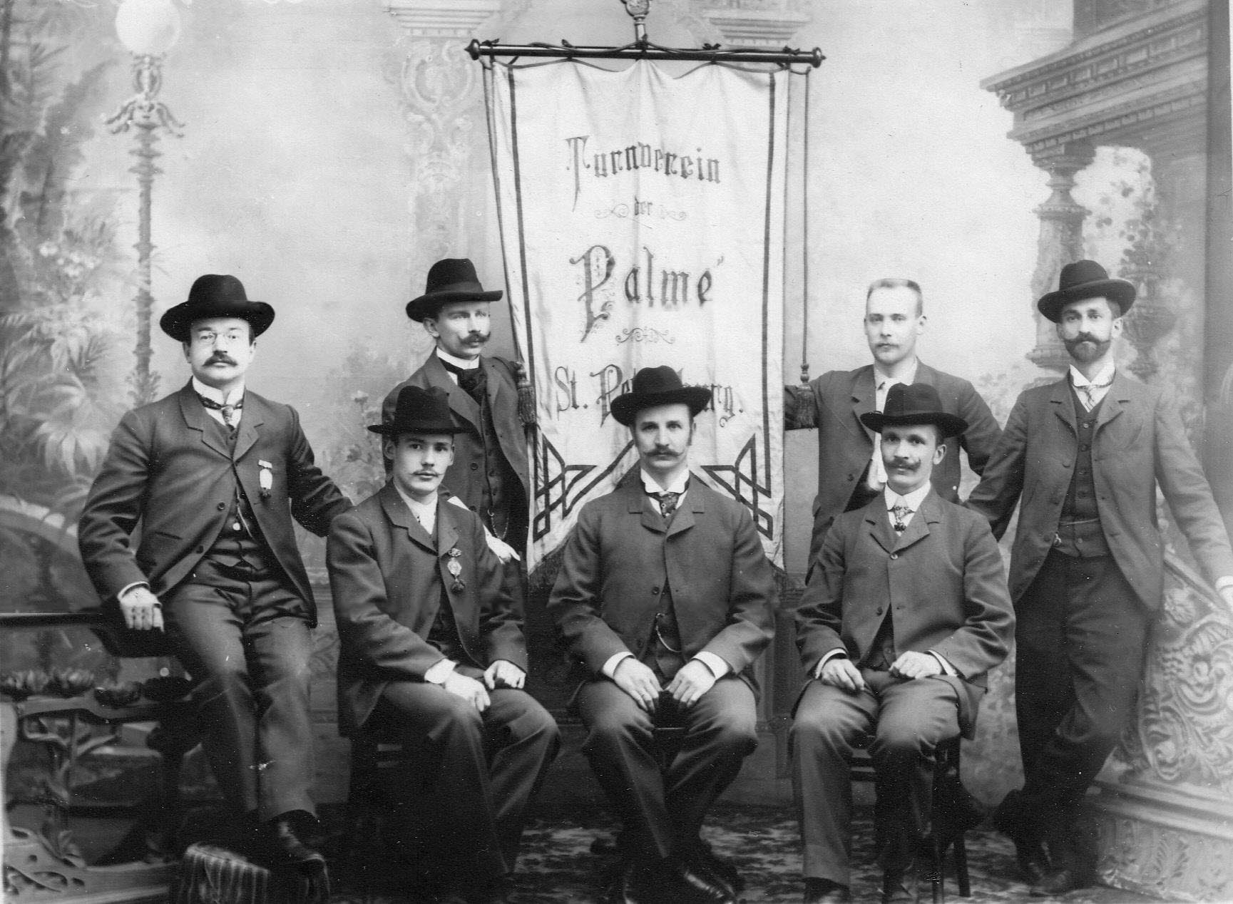 Группа преподавателей и руководителей гимнастического общества «Пальма»