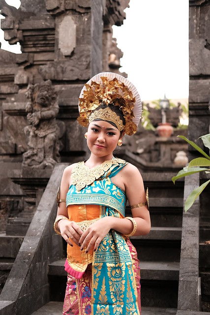 Balinese girl, Fujifilm X-T2, XF35mmF2 R WR