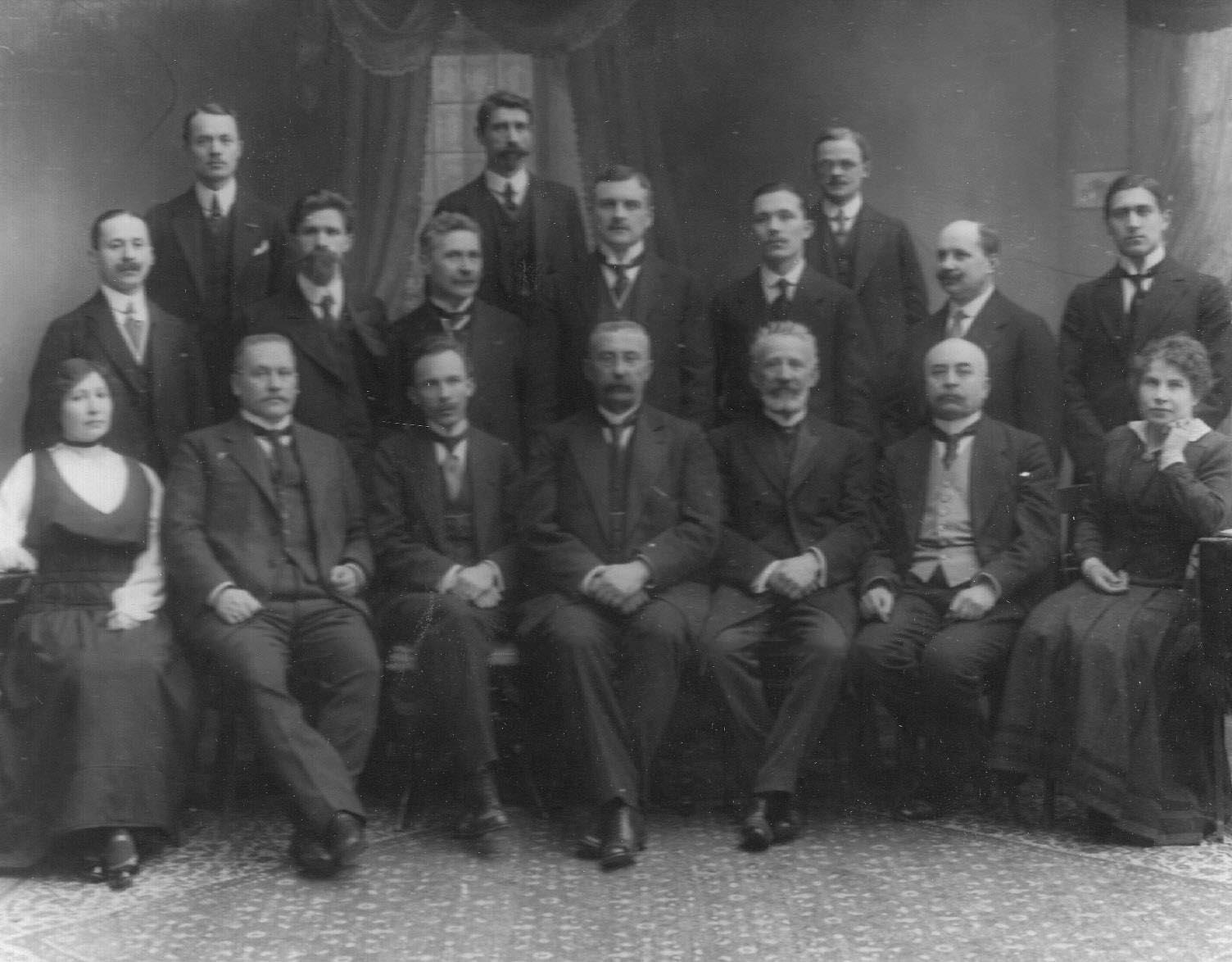 Группа руководителей общества. 1907