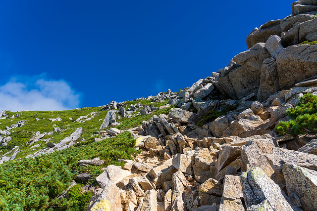 高低差300mの岩の斜面