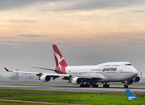 Qantas B747-400ER take off SCL (S. Blaise)