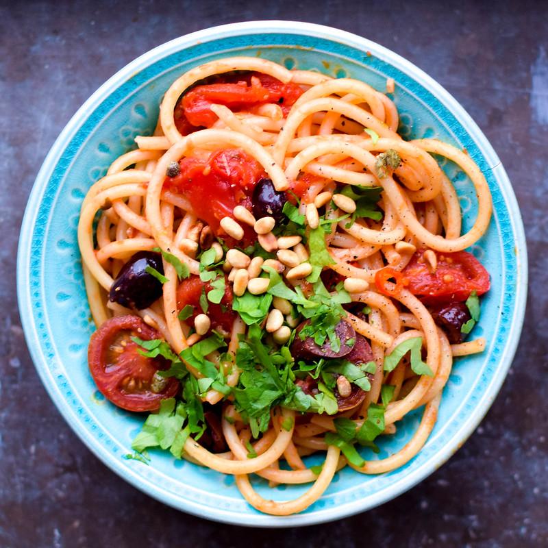 Vegansk spaghetti puttanesca kvadrat