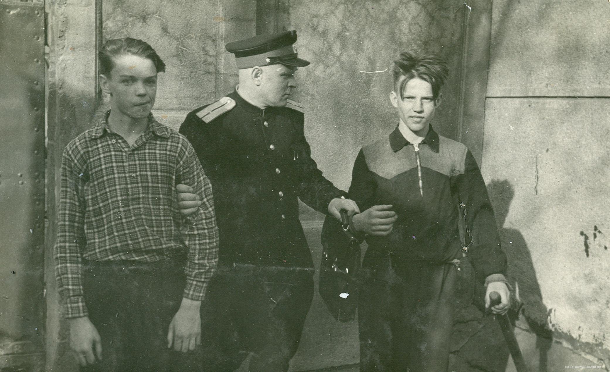 1950-е. Хулиганы и милиционер