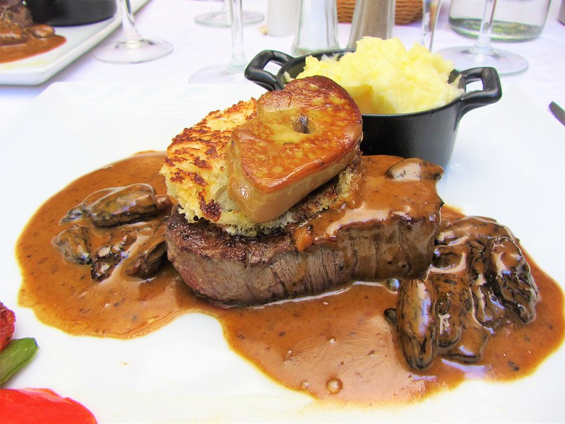 auberge-du-vieux-village-restaurant-mallemort-filet-de-boeuf-rossino-morilles-provence-thecityandbeauty.wordpress.com-blog-lifestyle-IMG_1162 (2)