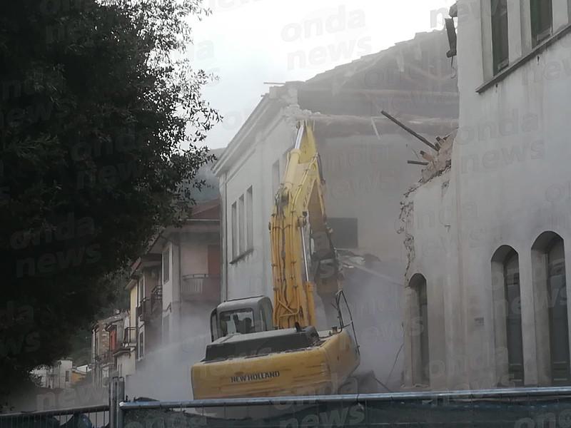 demolizione scuola sant'arsenio 01 ok