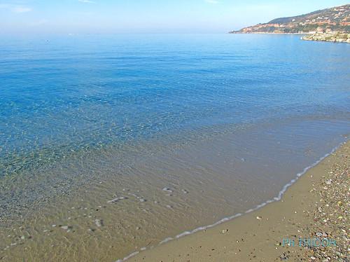 Vieni...ti porto a vedere il mio mare!!-Come on ... I'll take you to see my sea.