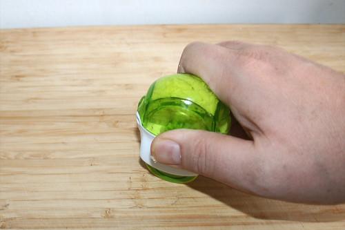 18 - Knoblauch zerkleinern / Mince garlic