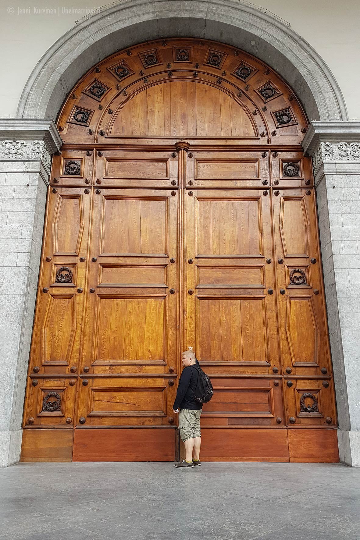 Jättimäinen ovi ja Hemmo Gentissä, Belgiassa