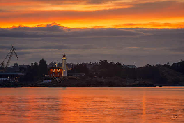 Dawn at Fisgard lighthouse