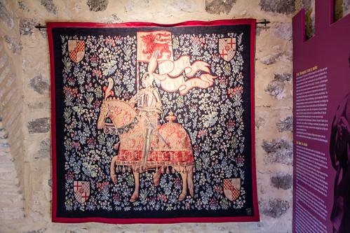 tapiz de caballero medieval en Torre del Homenaje Castillo Doña Berenguela Ciudad Real