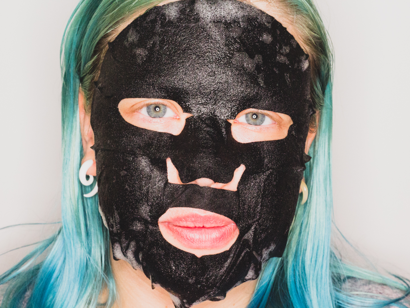 Het Bubble Bubble Sheet Mask aangebracht