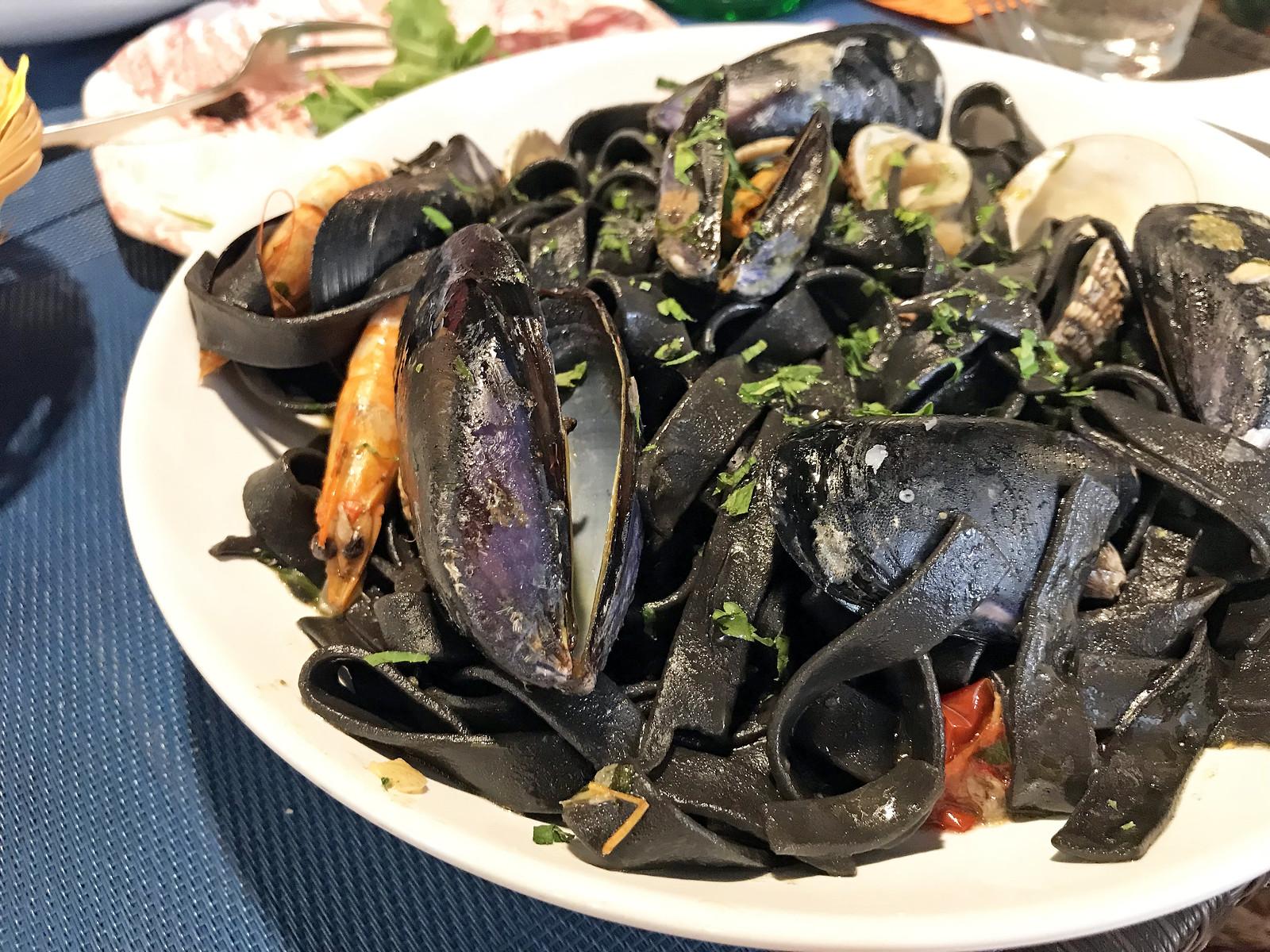 Homemade tagliatelle with shellfish at Kod sfinge vaneuropske zviri