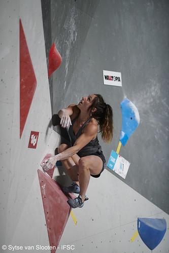 ifscwch-innsbruck-bouldersemifinals-women-friday-029-D85_2418