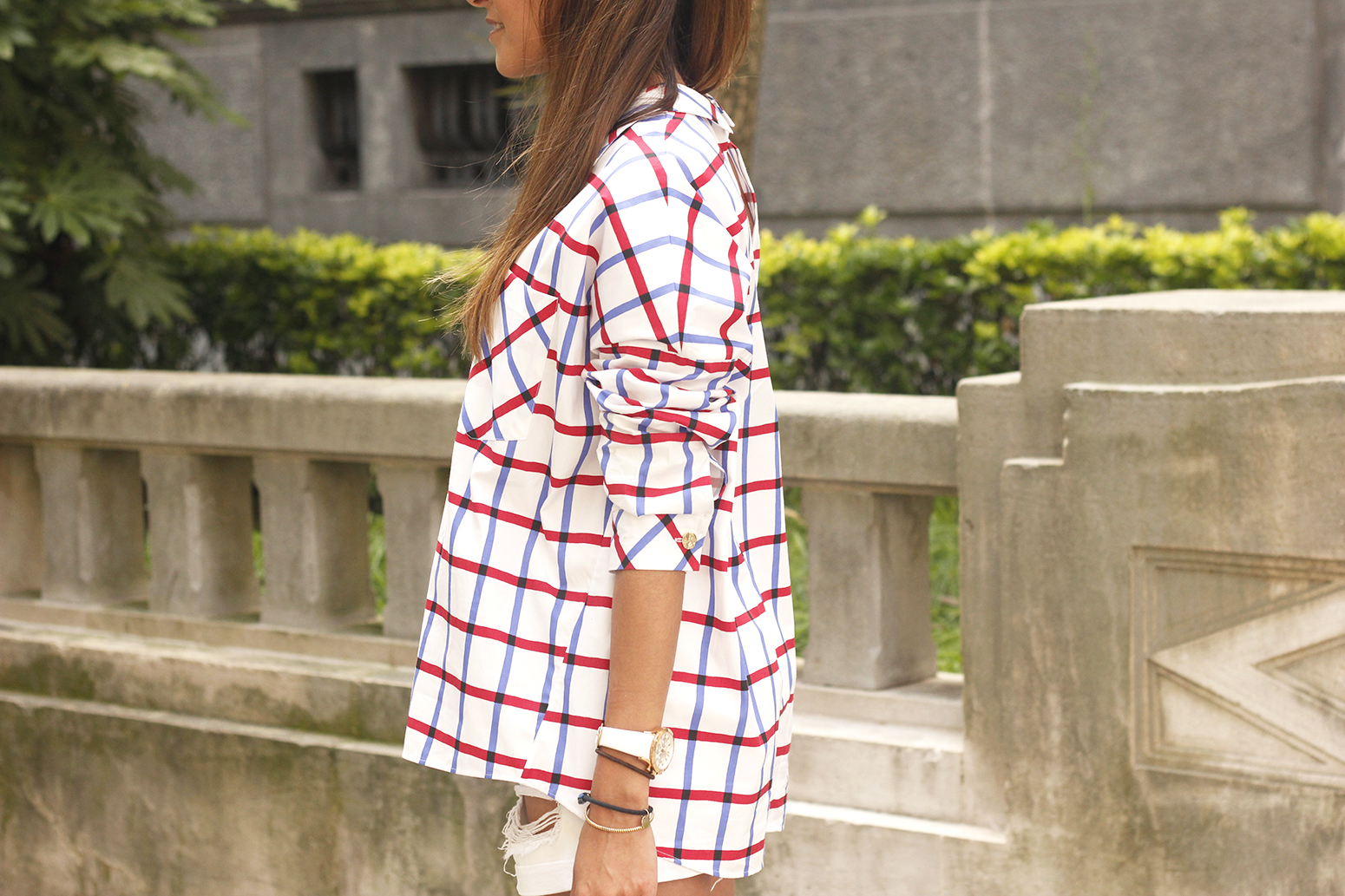 oversize plaid shirt denim shorts white mules street style summer outfit 201816