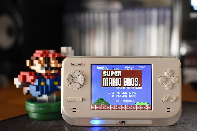 Playing Super Mario Bros with my GP2X F200