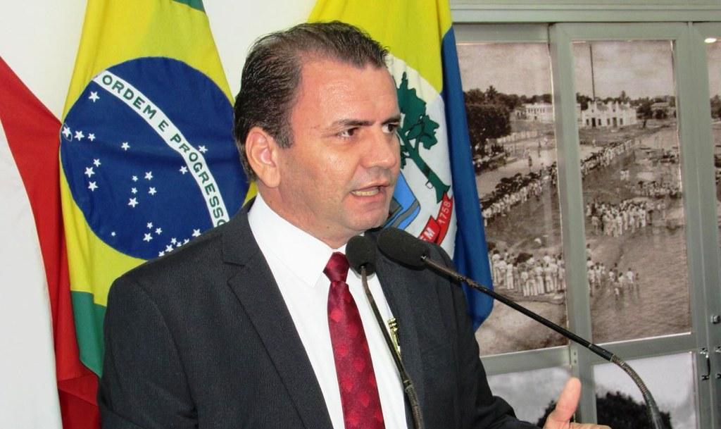 Candidato do PRP a deputado anuncia, em plenário, saída da campanha, alaercio cardoso