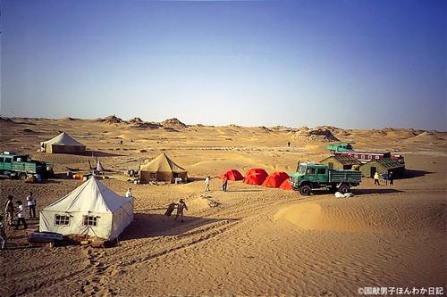 タクラマカン沙漠での調査は苦労の連続(撮影:筆者)