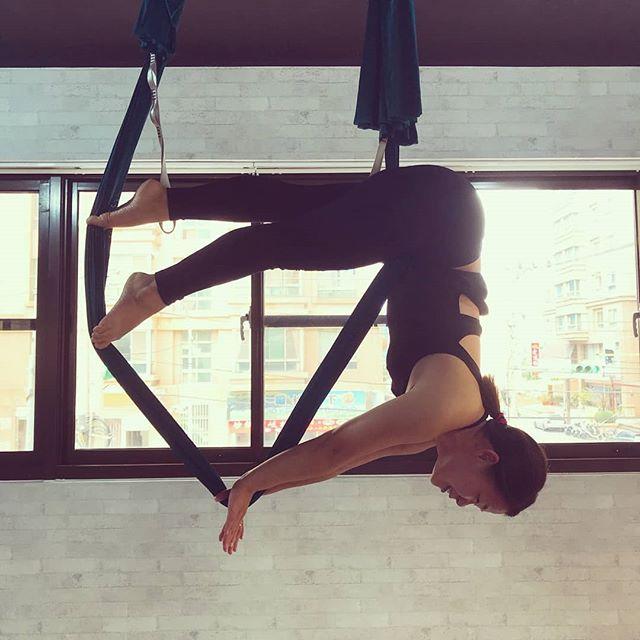 20180918 第653堂課 空中瑜伽 💃💃💃 #有運動沒在怕的 #運動使人開心 #40歲以後找回自己 #喜歡自己拍自己 #空中瑜珈 #arielyoga