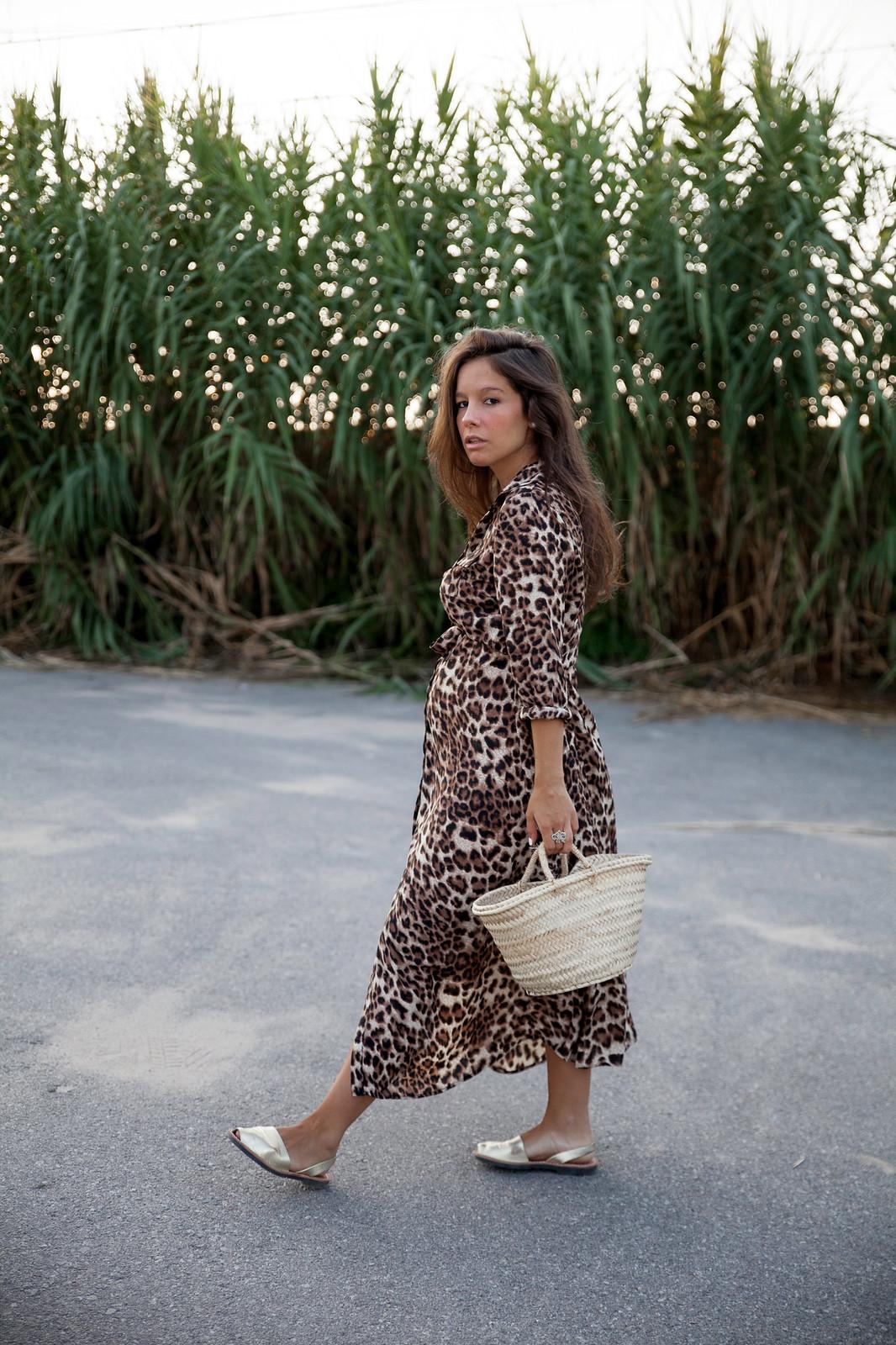 07_leopardo_estampado_tendencia_otoño_18_19_theguestgirl_leopard_dress_loavies_pregnant_barcelona_embarazada_influencer_outfit_otoño_vestido_premama