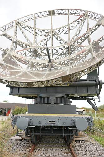 (3/4) Military antenna of telecommunication on rail of the 2nd world war / Antenne parabolique sur rail de la 2ème guerre mondiale.