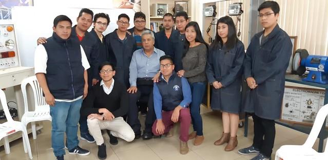 Estudiantes del ITS SUCRE presentaron ante el Presidente de la República