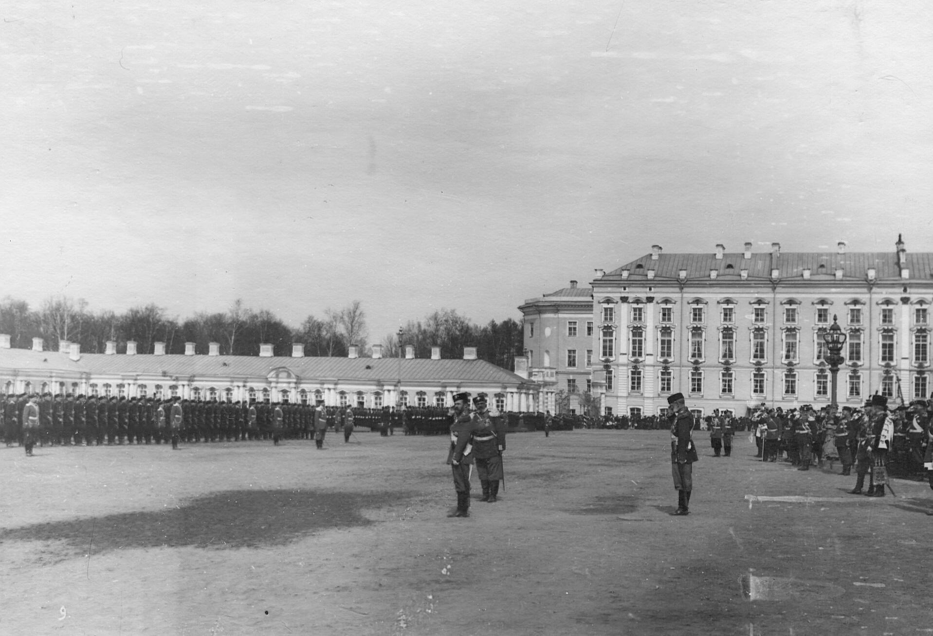 Император Николай II принимает парад 2-го стрелкового Царскосельского батальона. 7 апреля 1903