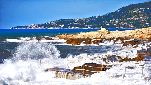 mareggiata storm mare sea spiaggia beach onde waves ospedaletti caponero liguria italia summer scogli rocks paesaggio landscape estate