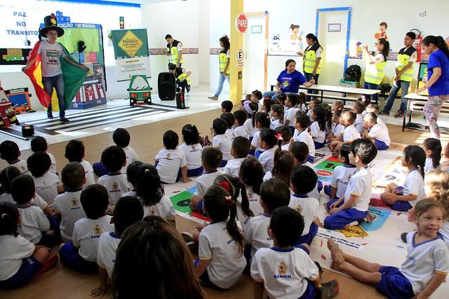 Músicas, brincadeiras e jogos para orientar crianças de creche sobre trânsito