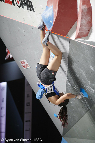 ifscwch-innsbruck-boulderfinals-women-friday-010-D85_2954