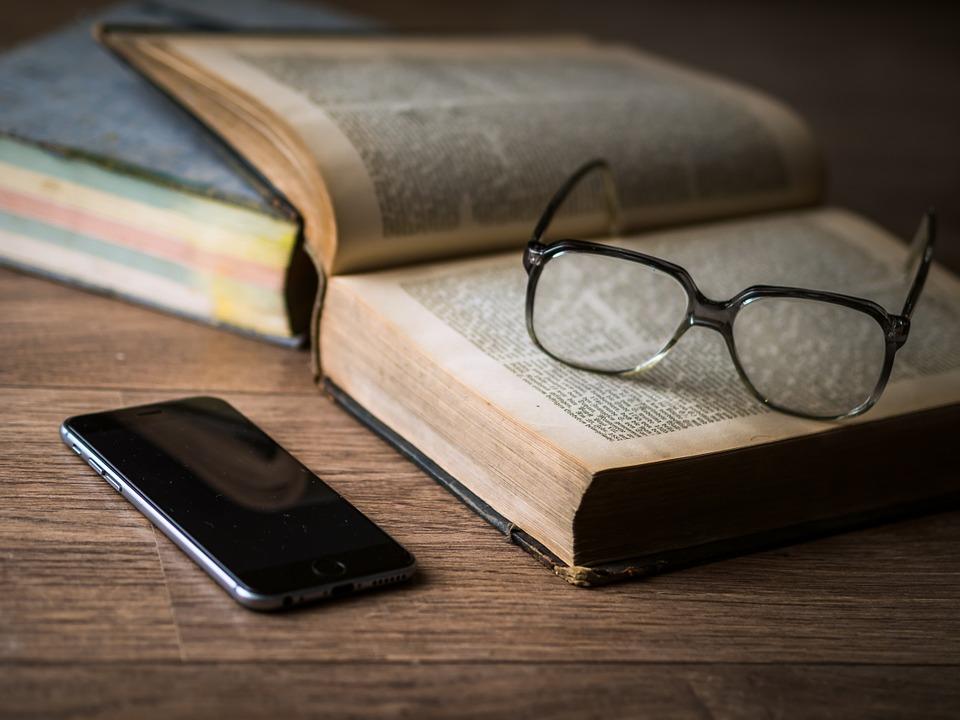 現今的一代完全在數字化時代生活,他們能理解書籍嗎?(Pixabay)